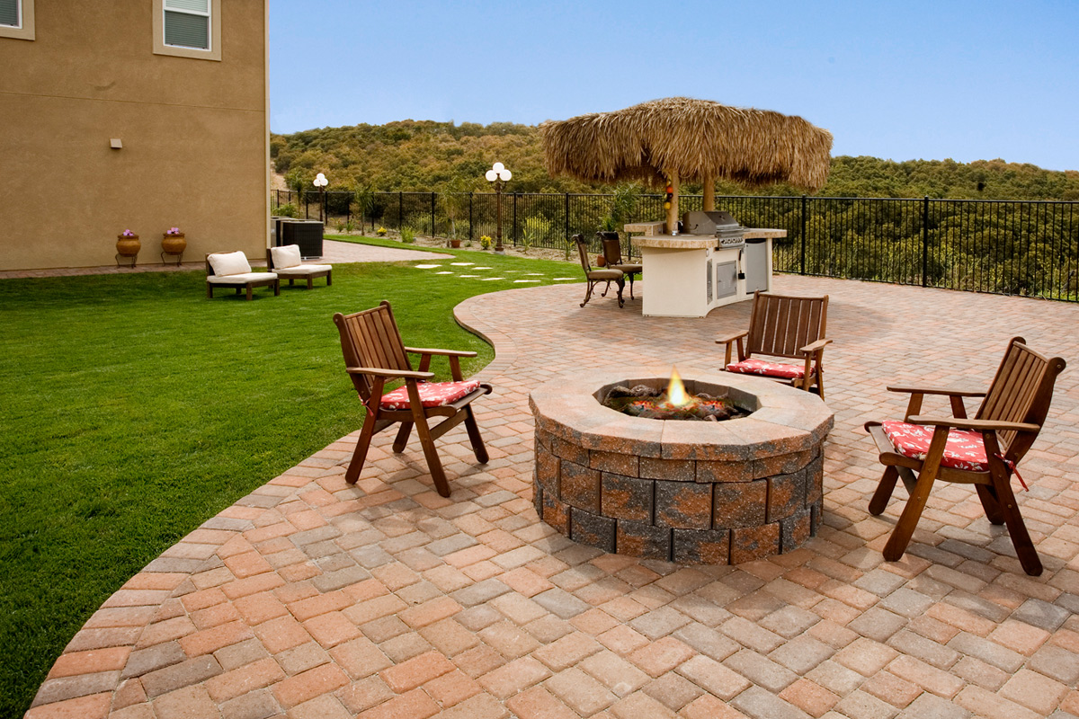 Modern outdoor designs savon pavers for Outside garden design